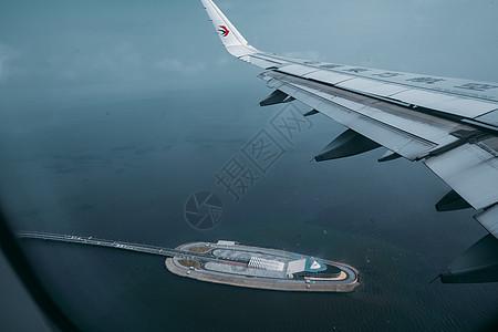 从飞机上看港珠澳大桥入海隧道图片
