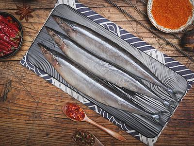 新鲜秋刀鱼图片