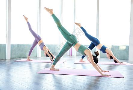 瑜伽女性图片