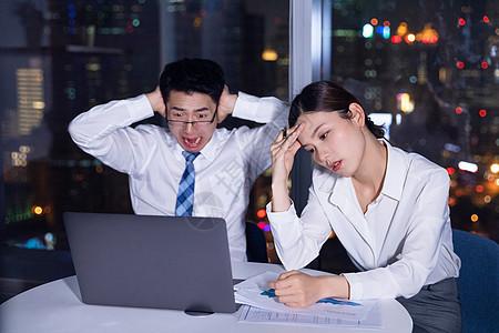 商务人士深夜加班烦恼图片