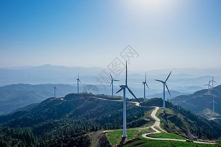 山顶风力发电厂图片