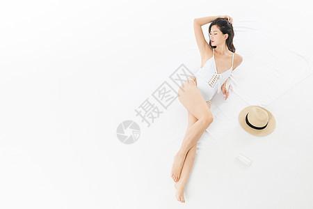 泳装美女晒太阳图片