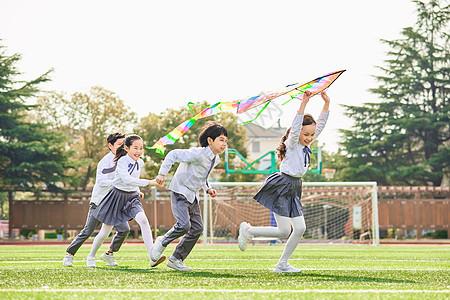 小学生放风筝图片