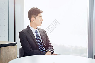 职场白领办公室休息图片