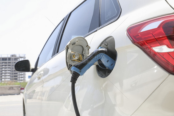 充电中的新能源汽车图片