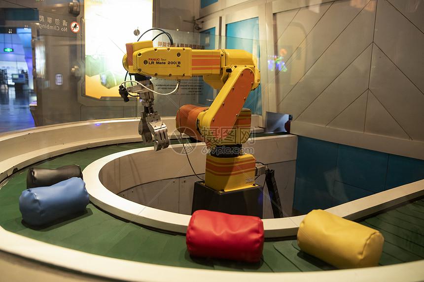 上海科技馆机场服务机器人图片