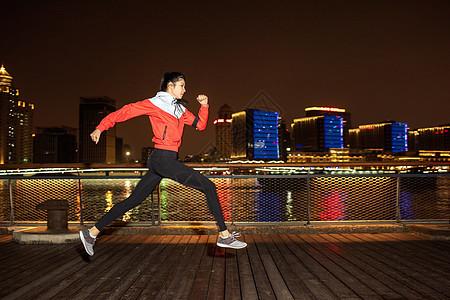 美女夜跑图片