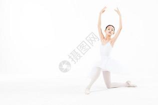 小女孩跳芭蕾舞图片