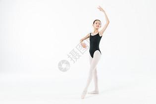 小女孩跳舞图片