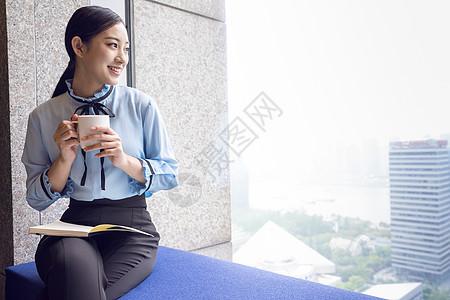 商务女性喝咖啡图片