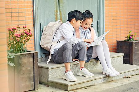 小学生户外阅读图片