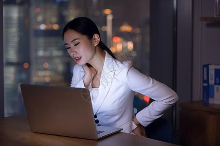 职场女性深夜办公室加班图片