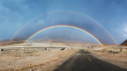 公路上的双彩虹图片