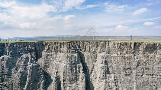 新疆峡谷峭壁图片