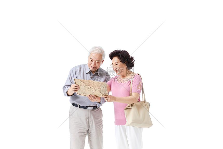 老年夫妇旅游看地图图片