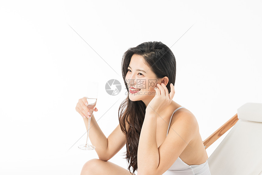 泳装美女喝香槟图片