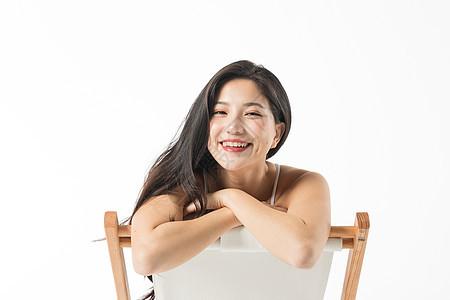 泳装美女在躺椅上图片