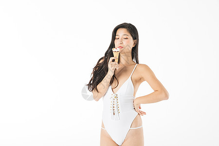 泳装美女吃雪糕图片