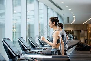 健身房跑步锻炼图片