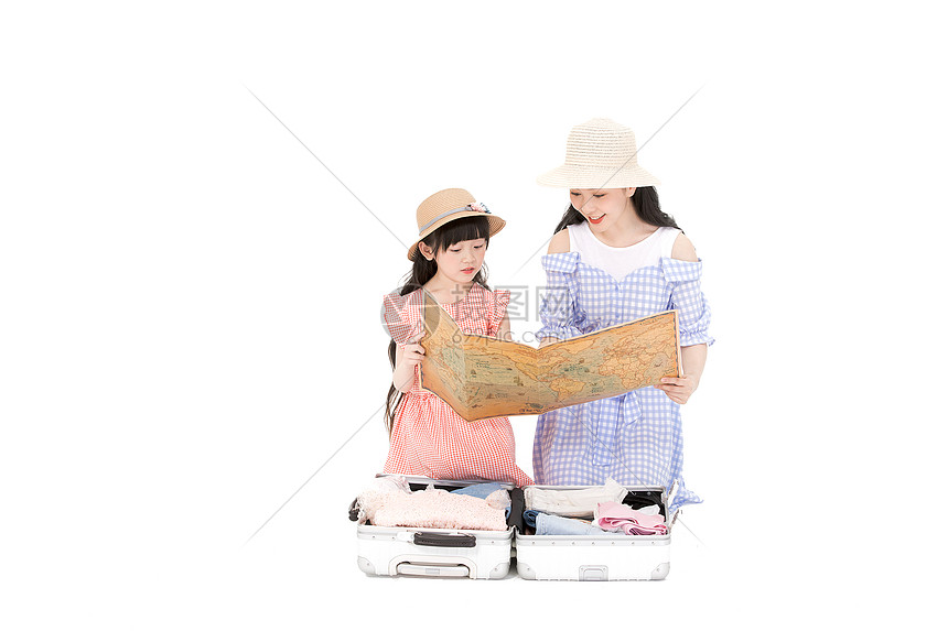 母女整理行李箱图片