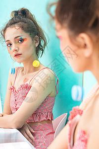 美妆少女镜像图片