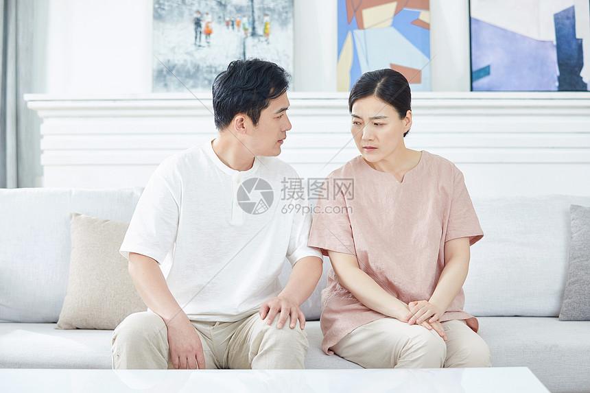 中年夫妇吵架图片