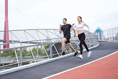运动男女跑步图片