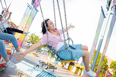 女性游乐园游玩图片