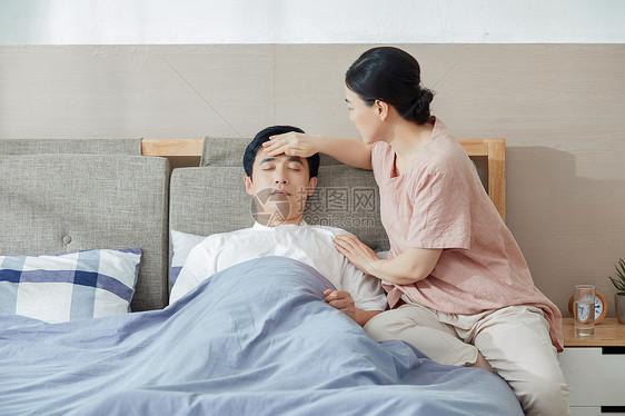 妻子照顾丈夫图片