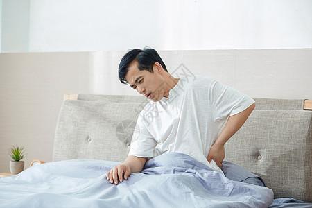 中年男性腰痛图片
