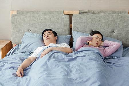 中年夫妇睡觉打鼾图片
