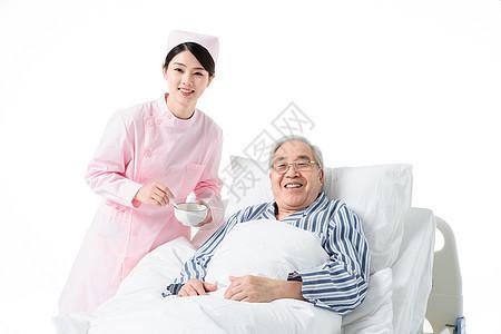 护士照顾老人吃饭图片
