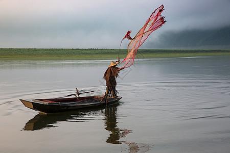 绿江村的老渔翁图片