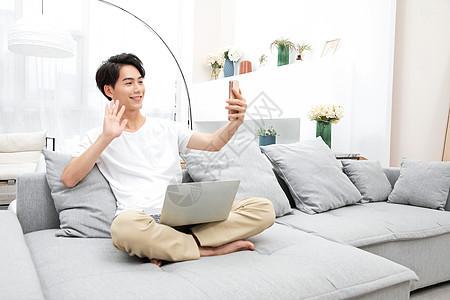 居家男性视频通话图片