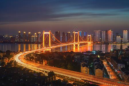 夕阳晚霞下的武汉鹦鹉洲大桥夜景图片