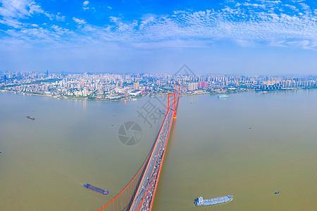 城市之巅俯瞰跨江大桥图片