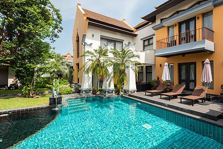 别墅院子泳池图片