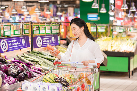 美女超市购物图片
