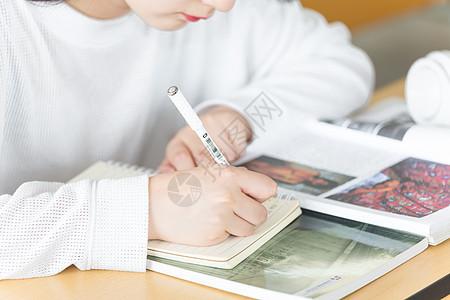 校园小清新上课写作业图片