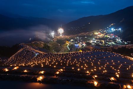 桂林龙脊平安寨梯田梳秧节灯光秀图片