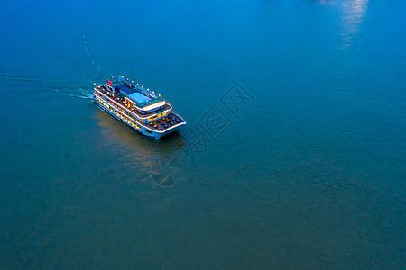 海上豪华游轮休闲旅游图片