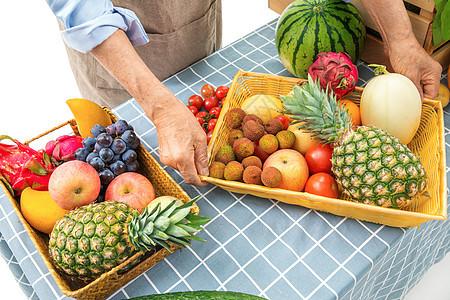 拿着水果蔬菜的双手图片