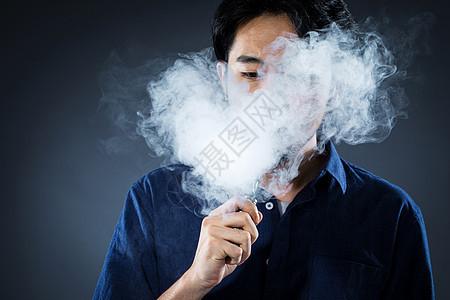 男士抽电子烟图片