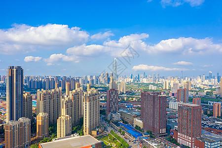 蓝天白云下的城市建筑风光图片
