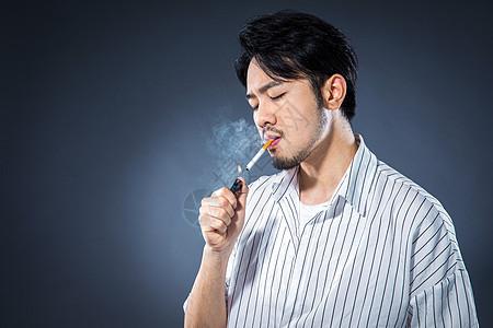 男士抽烟图片