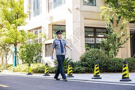 保安户外巡逻图片