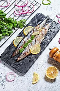 野生秋刀鱼 图片