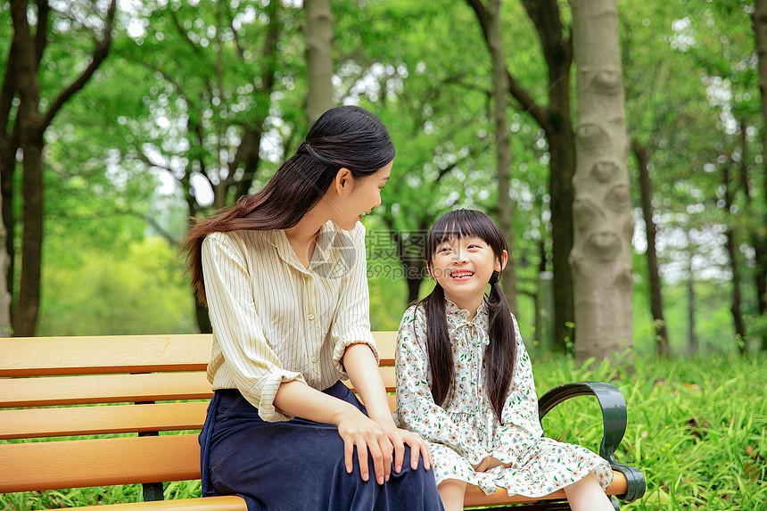 可爱母女聊天图片