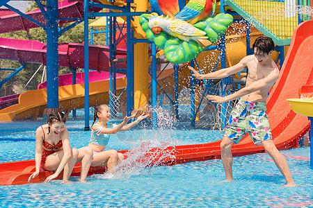 水上乐园一家人戏水图片