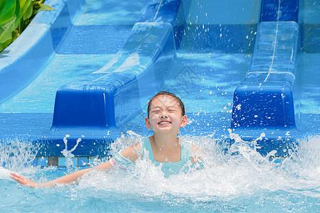 水上乐园女孩戏水图片